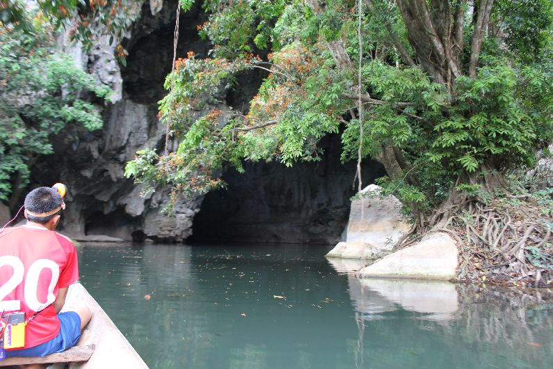 The entrance to Kong Lor cave, on the return trip