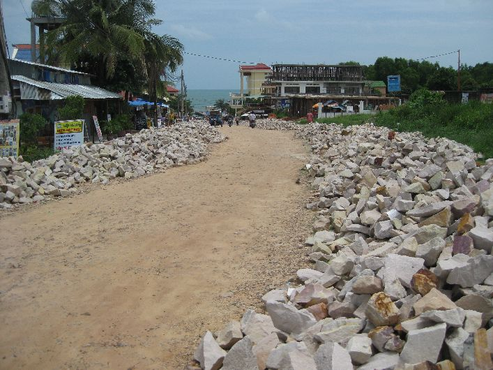 The unmade road leading to Serendipity Beach