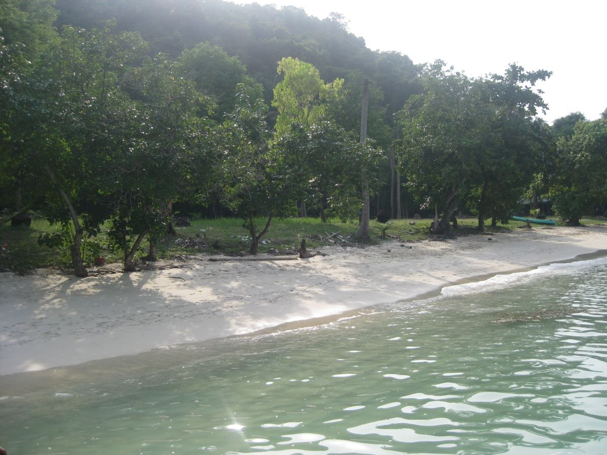 Kayaking beach at Ang Thong Marine Park