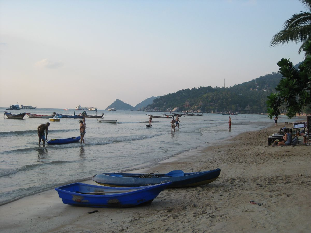 Koh Tao Sairee beach looking towards Nangyuan